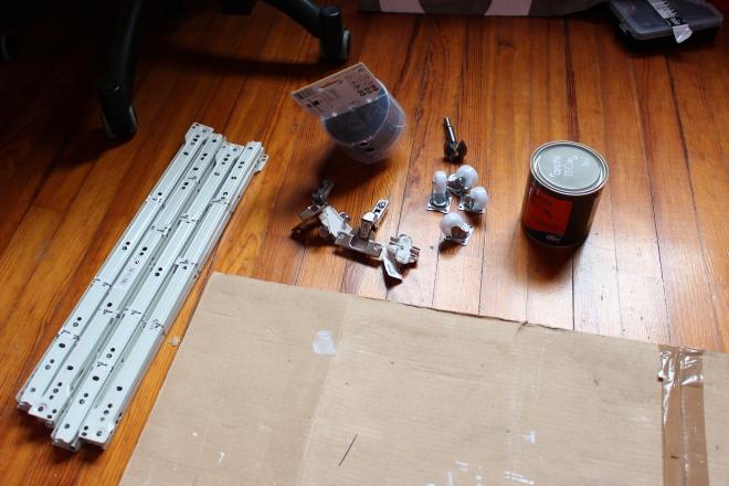La quincaillerie et la peinture