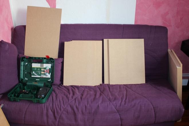 Les planches : le caisson esr en 18mm, les tiroirs et la porte en 15mm, et le fond en 3mm